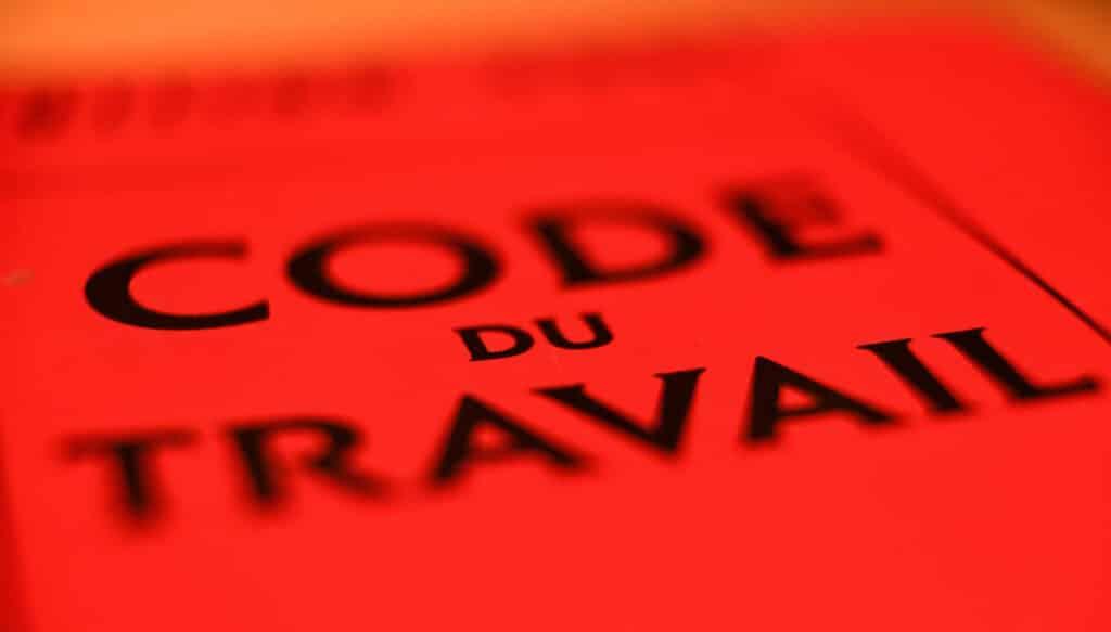 Quel article du Code du travail définit le principe des vérifications générales périodiques?
